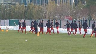 Đội U23 Việt Nam tập luyện ở Thường Châu trong trời tuyết và âm độ trước trận chung kết.