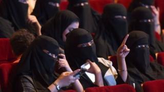 جانب من الحضور النسائي في مسابقة للأفلام القصيرة في السعودية في اكتوبر الماضي