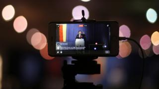 Ekonomi Bakanı Nihat Zeybekçi'nin 2017'deki referandum sırasında Almanya'da yaptığı bir konuşma internet üzerinden yayınlanırken