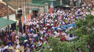 Hàng ngàn người dân biểu tình đòi trả tự do cho bà Xuân hôm 21/10