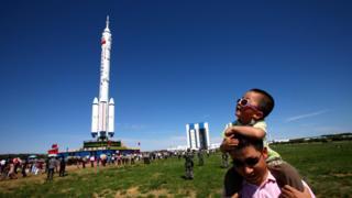 """Перед запуском """"Шэньчжоу-9"""". Китай, июнь 2012 года."""