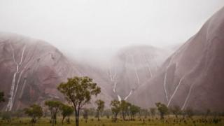 Територію парку населяють аборигени анангу