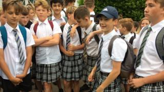 Niños en falda