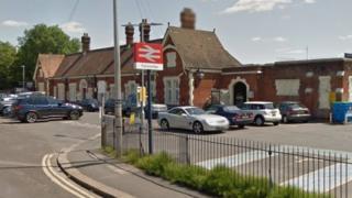 Farncombe railway station