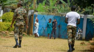 Cameroon soldiers dey waka for road