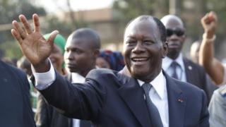 Selon le président Ouattara, Adama Barrow élu en Gambie, sera investi le 19 janvier.