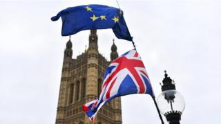 AB ve İngiltere bayrakları