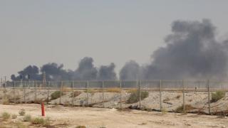 Suudi Arabistan'daki petrol tesislerine saldırı sonrası yangın çıktı