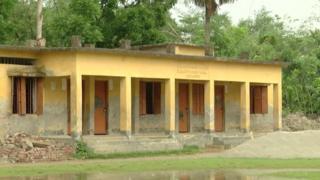 বরগুনার এই স্কুল ভবনটিতেই ছাদের বীম ধ্বসে মৃত্যু হয় এক ছাত্রীর