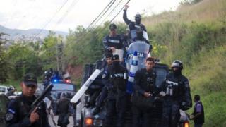 La unidad de policía de élite Cobra aseguró que no acatará órdenes del gobierno.