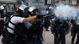 香港黃大仙「反送中」衝突現場警察發射催淚彈(5/8/2019)