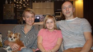 Слева направо: Ксения, Полина и Олег Халиловы