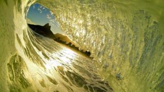 Río de Janeiro visto entre una ola