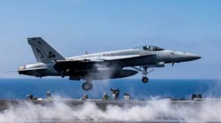 (แฟ้มภาพ) เครื่องบินรบ F/A-18E ซูเปอร์ฮอร์เน็ต ซึ่งเป็นรุ่นเดียวกับลำที่ยิงเครื่องบินทิ้งระเบิดของซีเรียตก