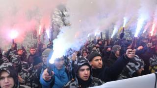 Ativisitas de extrema-direita na Ucrânia pedem por lei marcial