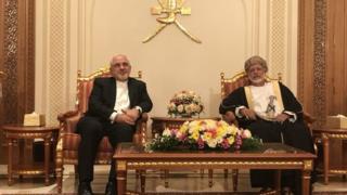 وزیر خارجه ایران در این سفر کوتاه با یوسف بن علوی، همتای عمانی خود هم دیدار کرده است