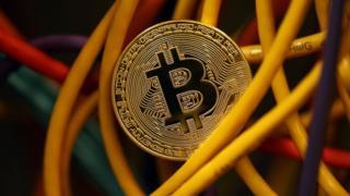 韓国のビットコインなど仮想通貨の取引規模は、日本と米国に次いで世界第3位だとみられている