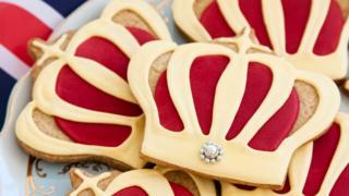 Печенья в виде королевской королны