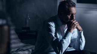لماذا ترتفع معدلات الانتحار بين الرجال مقارنة بالنساء؟
