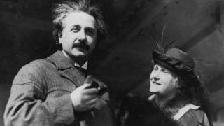 Albert Einstein em navio com a mulher dele, Elsa, em 1921