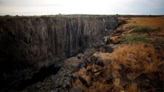 Por que as Cataratas Vitória, uma das maiores quedas d'água do mundo, estão quase secas