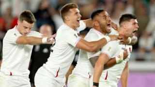 england-rugby-players-celebrating