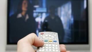 觀眾討厭看廣告,有美國電視製造商的工程師發明了電視遙控,讓觀眾在廣告時間快速地轉換到其他頻道。