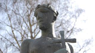 St Edmund statue