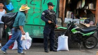 A policeman stands guard in Tegucigalpa on November 21, 2017