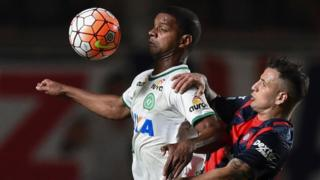 Brazil's Chapecoense forward Bruno Rangel (L) vies for the ball with Argentina's San Lorenzo midfielder Franco Mussis, during their Copa Sudamericana semifinal first leg football match on 2 November