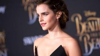 Emma Watson poz veriyor