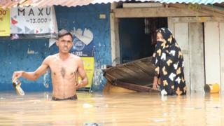 Korban banjir Kampung Pulo memilih bertahan di rumahnya daripada mengungsi