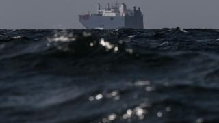 سفينة تجارية في مياه الخليج