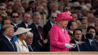 королева поздравляет ветеранов