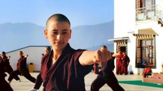 Monjas de Druk Gawa Khilwa treinam kung fu