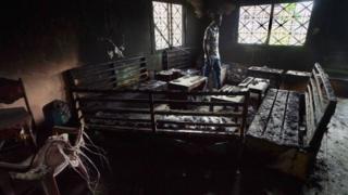Une maison brulée à Buera dans la zone anglophone du Cameroun
