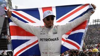 Lewis Hamilton celebra su campeonato en México