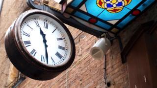 Уличные часы в швейцарском городе