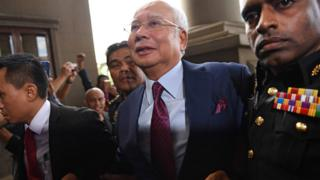 Former Malaysian prime minister Najib Razak (C) arrives for a court appearance at the Duta court complex in Kuala Lumpur on 4 July 2018