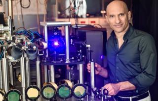 Simulated black hole experiment backs Hawking prediction