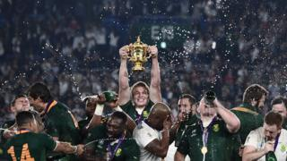 South Africa's flanker Pieter-Steph Du Toit (C) lifts the Webb Ellis Cup as they celebrate winning the Japan 2019 Rugby World Cup final match between England and South Africa at the International Stadium Yokohama in Yokohama on November 2, 2019.