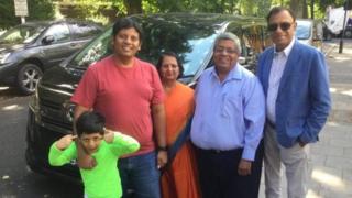 உலகக் கோப்பை கிரிக்கெட்: சிங்கப்பூரிலிருந்து இங்கிலாந்துக்கு காரில் பயணம் செய்த குடும்பம்