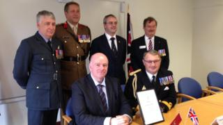 Chief Minister Howard Quayle MHK and Juan Watterson SHK with representatives of the armed forces