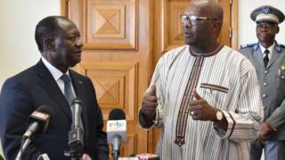 Les présidents ivoirien et burkinabè Alassane Ouattara et Roch Marc Christian Kaboré (de gauche à droite).