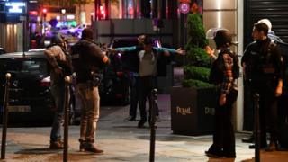 Revisión de transeúntes en París
