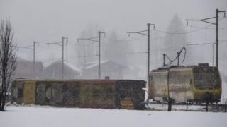 સ્વિત્ઝરલેન્ડમાં એક ટ્રેન પાટા પરથી ઉતરી પડતા કેટલાયે મુસાફરો ઈજાગ્રસ્ત થયા