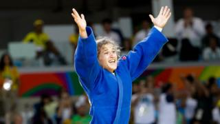 Paula Pareto celebra su triunfo dorado