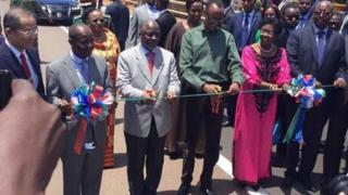 Perezida Magufuli na Perezida Kagame ku Rusumo