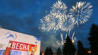 Митинг-концерт у здания МГУ
