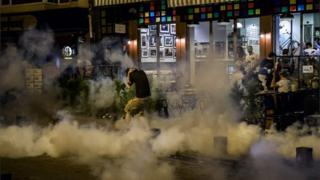 Protester runs from tear gas fired by police 18/06/2016